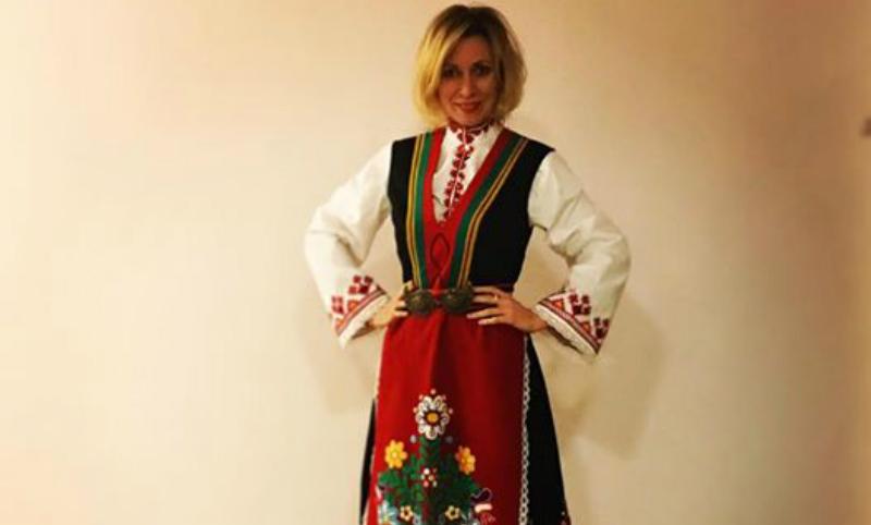 Мария Захарова показала себя в подаренном болгарском национальном костюме