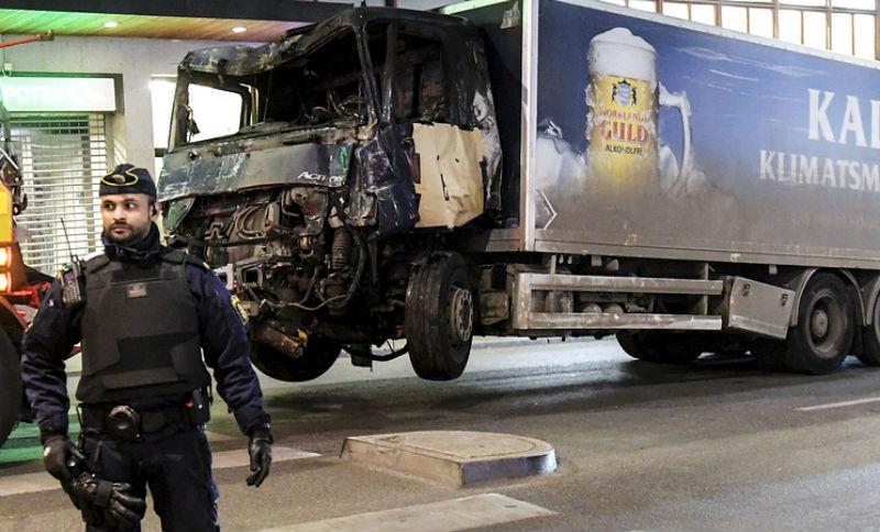 В стокгольмском грузовике-убийце обнаружилась сумка со взрывчаткой