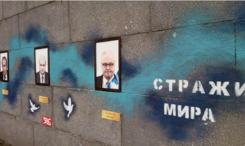 Художники из Петербурга «помянули» Виталия Чуркина, посвятив ему граффити на набережной
