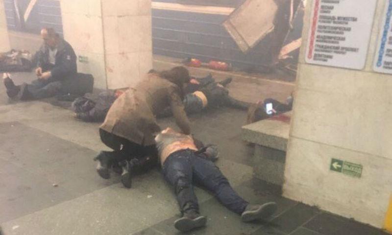 По меньшей мере 10 человек стали жертвами взрывов в метро Санкт-Петербурга