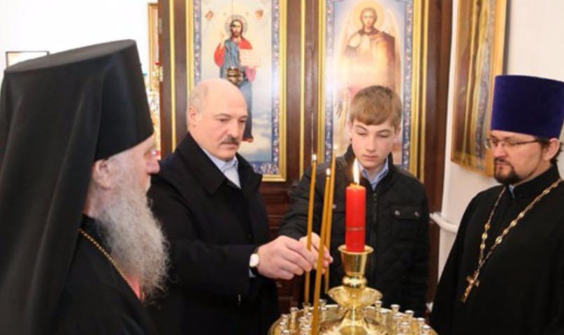 Возмужавший за год Коля снова появился на публике рядом с папой Александром Лукашенко