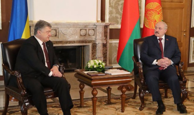 Порошенко пригласил Лукашенко посетить Украинское государство софициальным визитом
