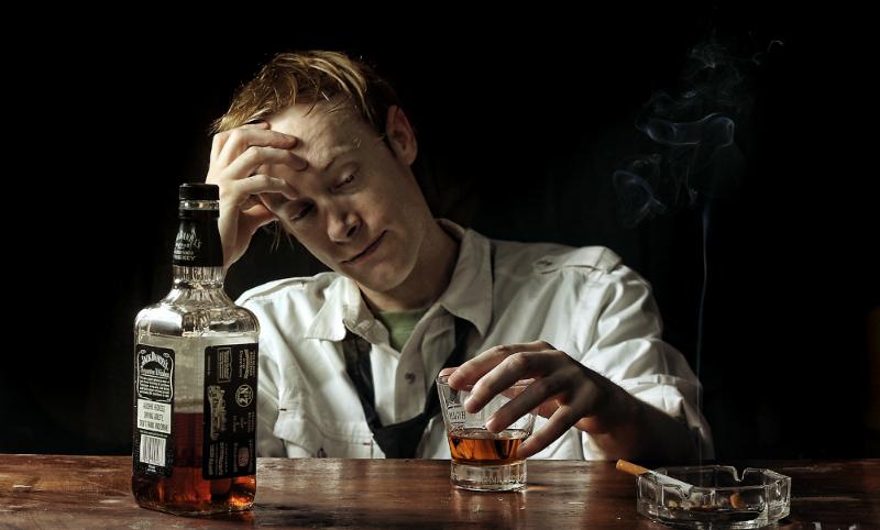 Роспотребнадзор: В 2016 году в России стало меньше пьющих и курящих
