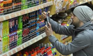 Минфин выступил за полный запрет продажи слабоалкогольных энергетиков