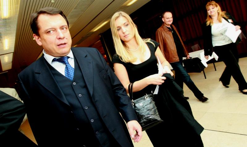 Чешского посла в Швейцарии уволили из-за «ядовитых» постов жены в соцсетях