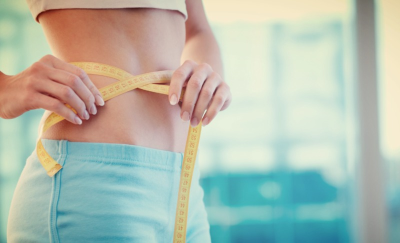Названы четыре причины, по которым живот заплывает жиром