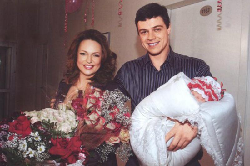 С мужем и второй дочерью