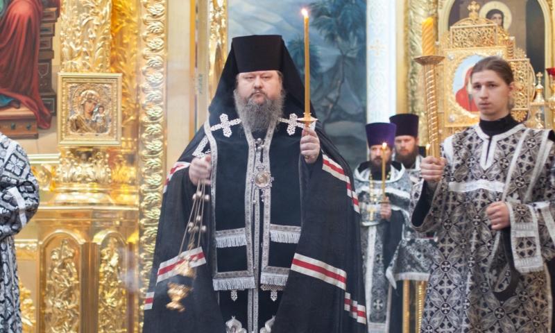 Рисковавший жизнью епископ самолично вынес подозрительный рюкзак из храма в Волгодонске