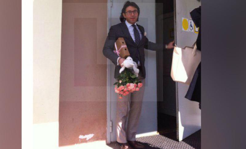 Малахов навестил Шурыгину в психбольнице с цветами и подарками