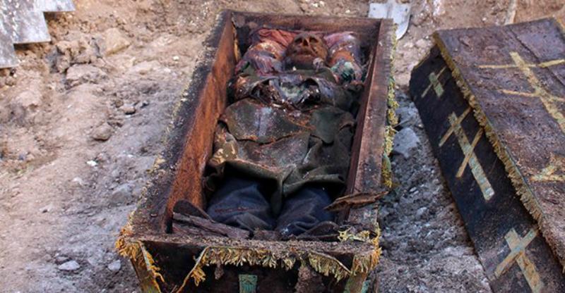 Гроб с останками, найденный в Карсе