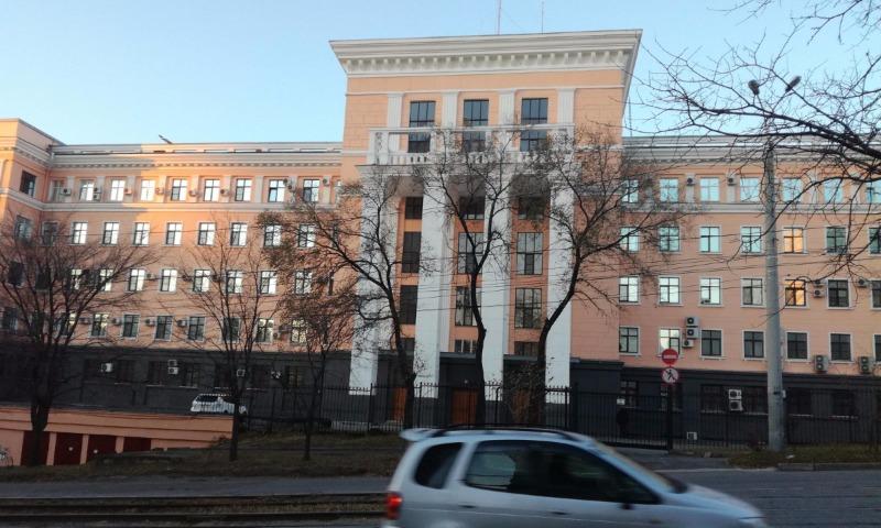 Мужчина с автоматом совершил нападение на Управление ФСБ в Хабаровске, есть жертвы