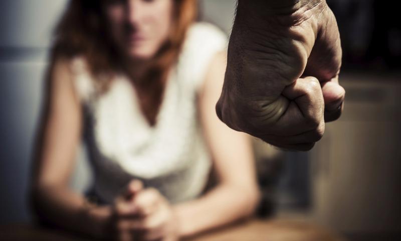 Гражданин столицы изнасиловал девушку, апосле галантно вызвал ейтакси