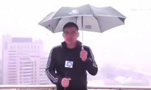 В ведущего китайского телеканала во время прямого эфира попала молния