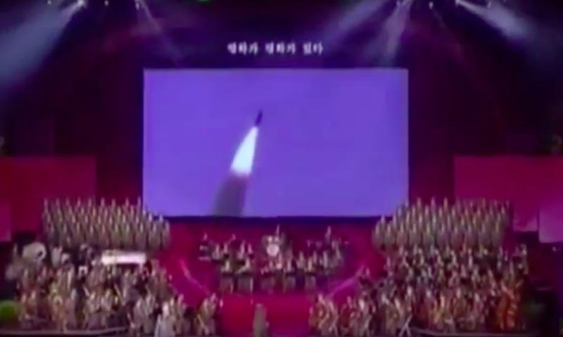Видео с имитацией ракетного удара по США показали в КНДР на концерте в День Солнца