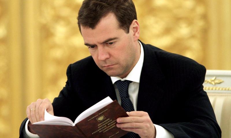 Медведев признался, что прочел загод только одну книгу вбумажном виде