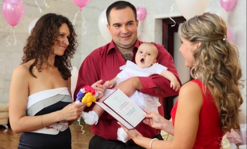 Российских родителей лишили права называть малышей числительными и матерными словами