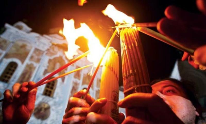 Сошедший в Иерусалиме благодатный огонь спецрейсом отправили в Москву