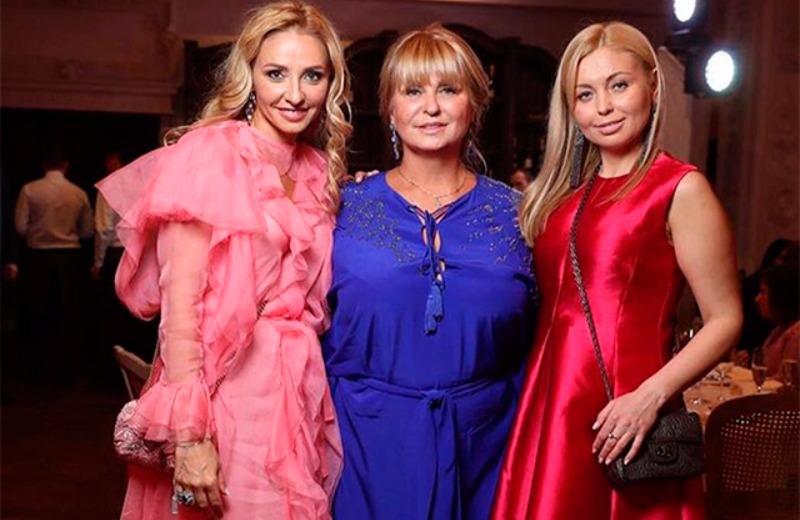 Татьяна Навка (слева) с матерью Раисой Анатольевной и сестрой Натальей.