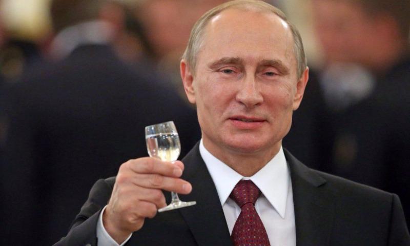 Россиянам предложили выбрать подарок Путину на юбилей из картин художника Безиковича