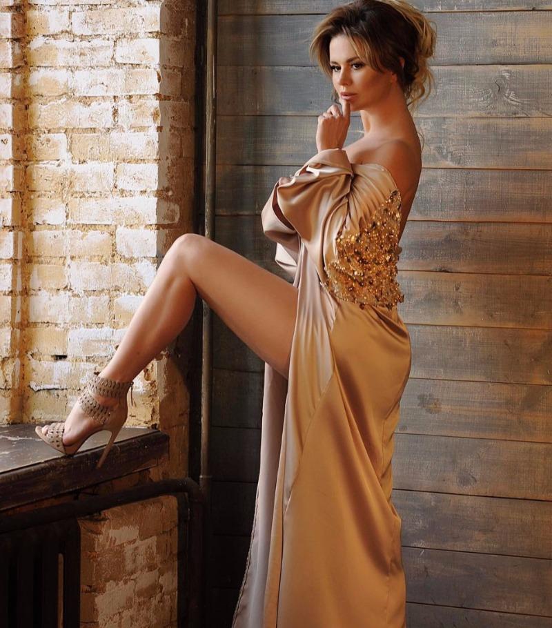 Красивые Женщины В Откровенных Вечерних Платьях