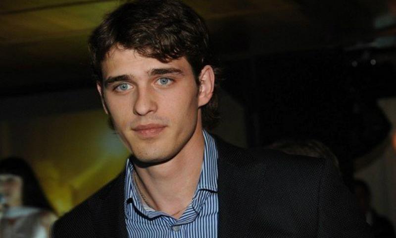 Самый красивый актер российского кино получил страшные переломы в результате падения с пятого этажа