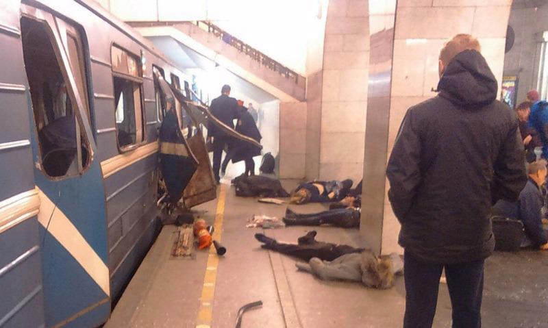 Трехдневный траур по жертвам теракта в метро объявили в Санкт-Петербурге