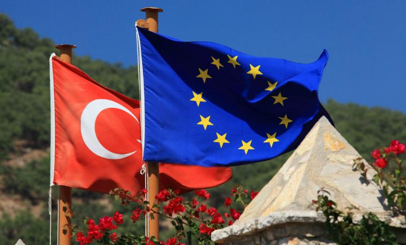 Политики Германии призвали окончательно закрыть Турции дорогу в ЕС после референдума