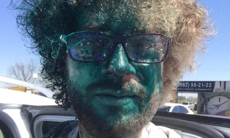 Злоумышленники облили зеленкой блогера Варламова по прилете в аэропорт Ставрополя