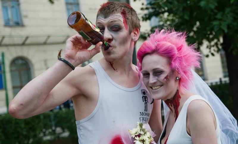 На свадьбах в Москве запретили шорты, майки, алкоголь и осыпание лепестками