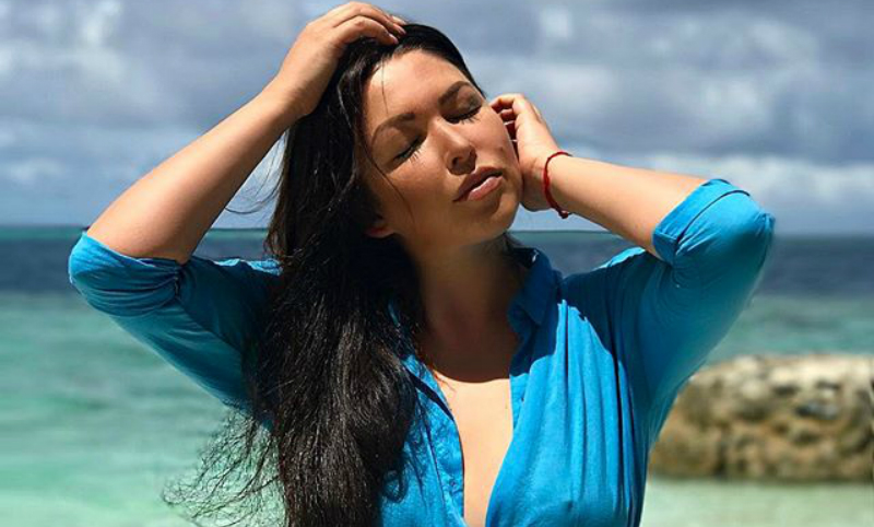 Отдыхающая на Мальдивах Ирина Дубцова предложила обсудить ее