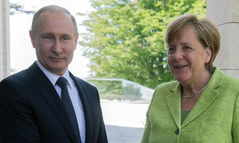 Путин поведал осодержании разговора сМеркель