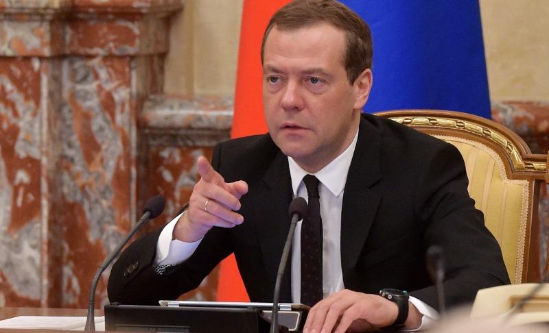 Медведев поручил министрам проработать вопрос с индексацией пенсий до 24 мая