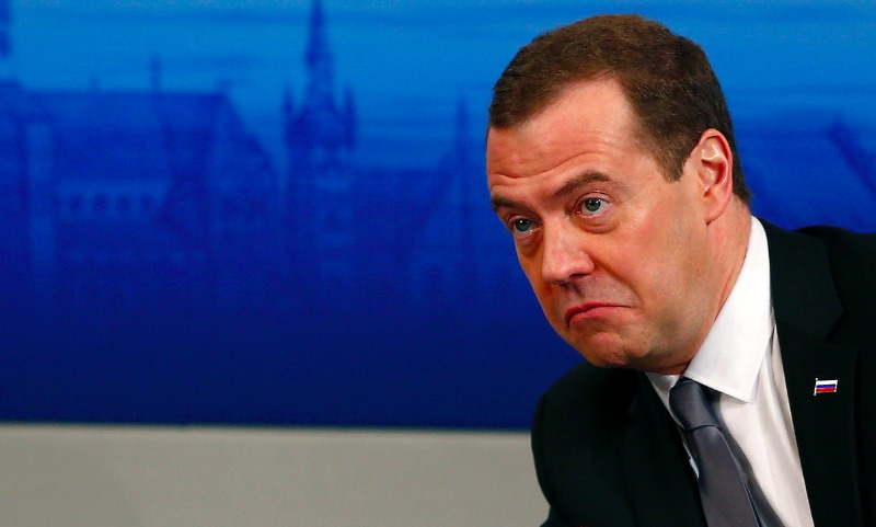 Опрос: уровень согласия деятельности Медведева падает, доверие кНавальному растет
