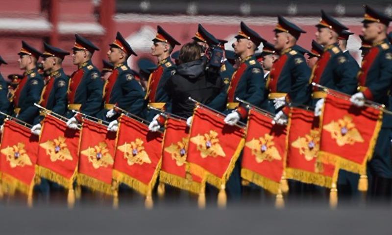Парад Победы начался в Москве с песни Александрова