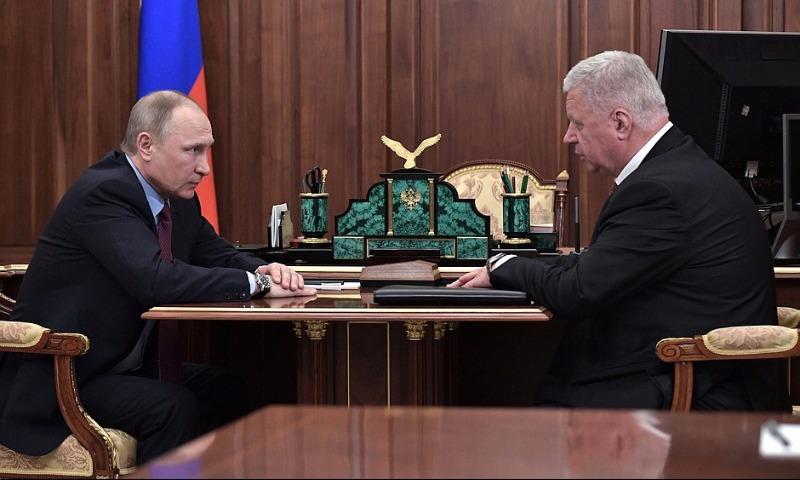 Путин заявил о решении поднять минимальный размер оплаты труда до прожиточного уровня
