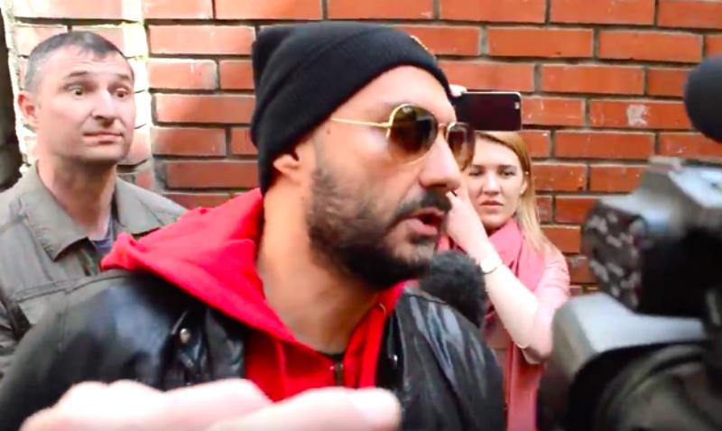 Режиссер Серебренников на камеру прокомментировал повестку Следственного комитета по делу о хищении 200 миллионов