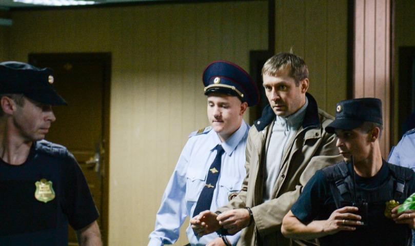 Адвоката Захарченко обвинили в обнародовании имен посредников - генерала ФСБ и полковника МВД