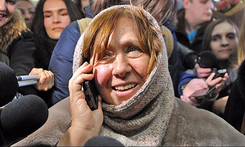 Нобелевский лауреат Алексиевич с подачи министра культуры Франции умерла, но потом