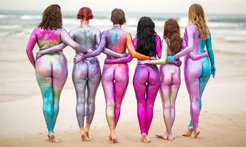 Красота - в разнообразии: австралийские женщины разделись догола и раскрасили свои тела
