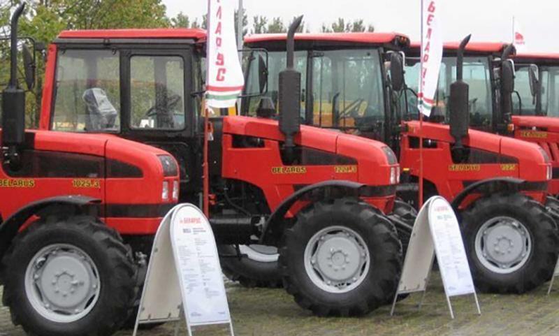 В республики Белоруссии тракторы станцевали «Танец маленьких тракторят»
