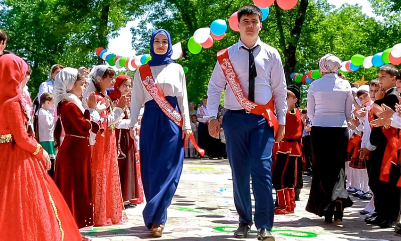Кадыров запретил выпускные вечера в стенах школ Чечни из-за поборов