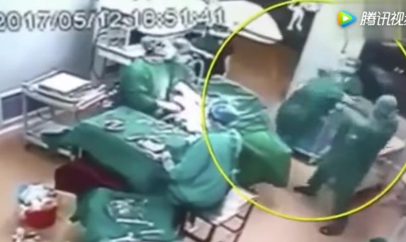 Шокирующий ролик с дракой врачей во время операции «взорвал» Интернет