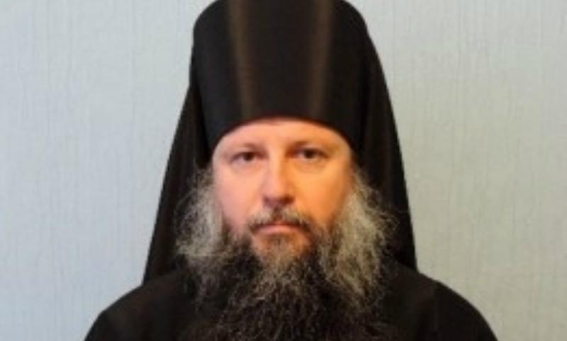 Игумена-байкера из Ульяновской области похоронили за алтарем его храма
