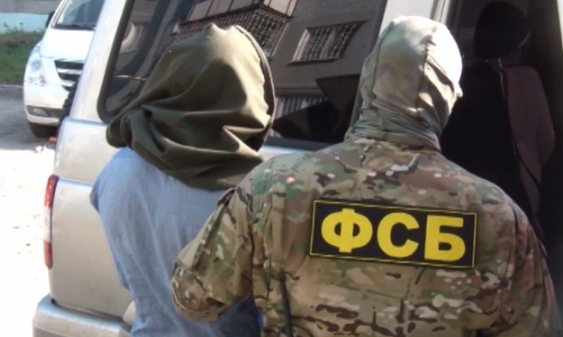 Опубликовано видео задержания 14-летнего парня, готовившего нападение на школу в Красноярске