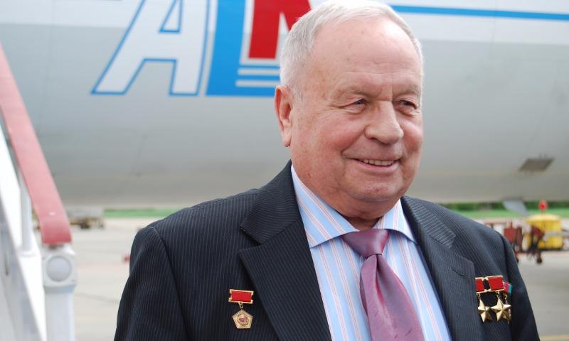 Знаменитый космонавт, дважды Герой Советского Союза Виктор Горбатко ушел из жизни в Москве
