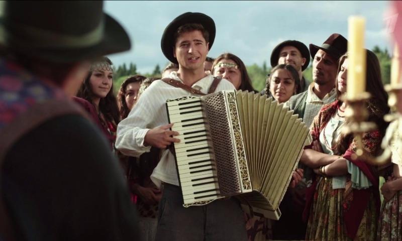Знаменитого певца Петра Лещенко в сериале Первого канала жестоко избивал вымышленный отец