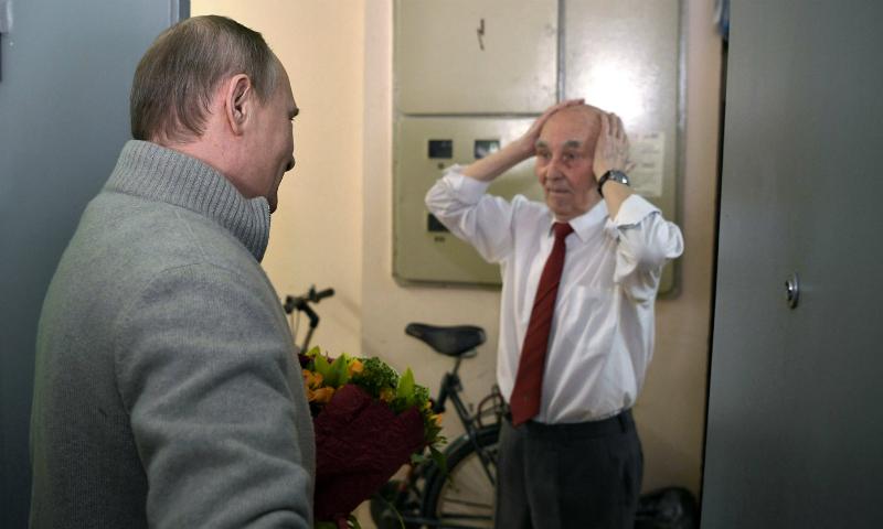 Путин лично поздравил с юбилеем бывшего начальника из КГБ
