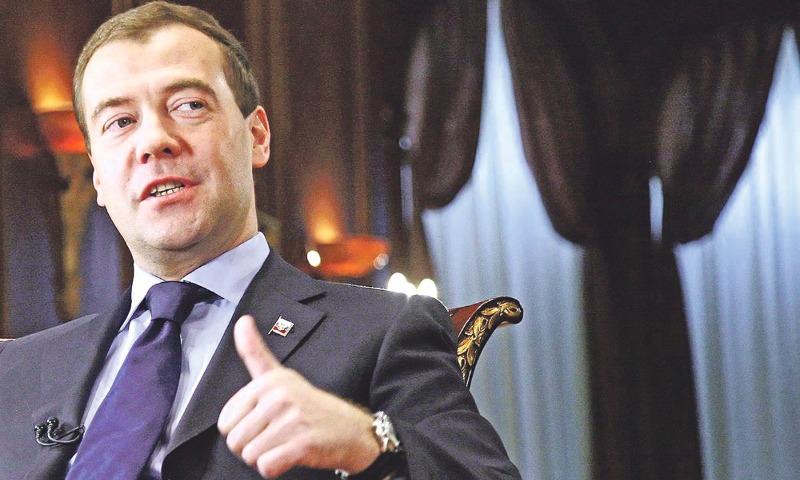 Медведев призвал поднять МРОТ допрожиточного минимума за2 года