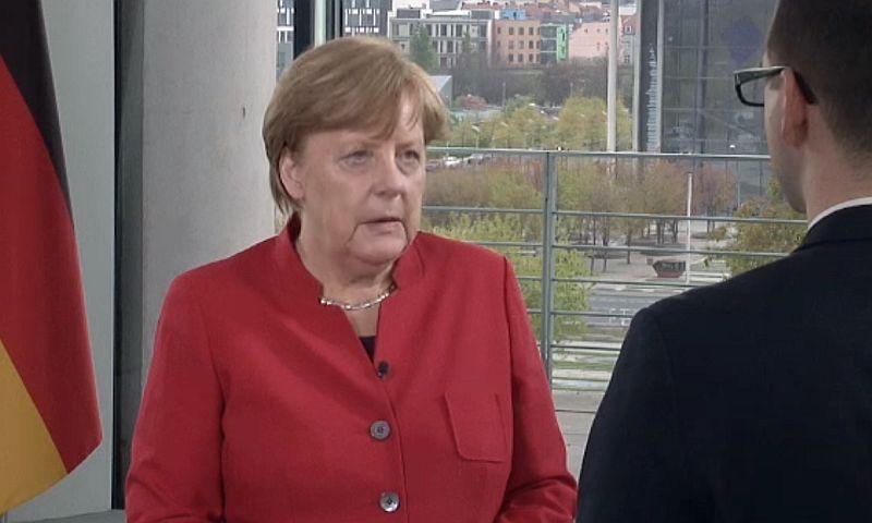 Меркель рекомендовала НАТО одновременно думать об обороне и вести диалог с Россией