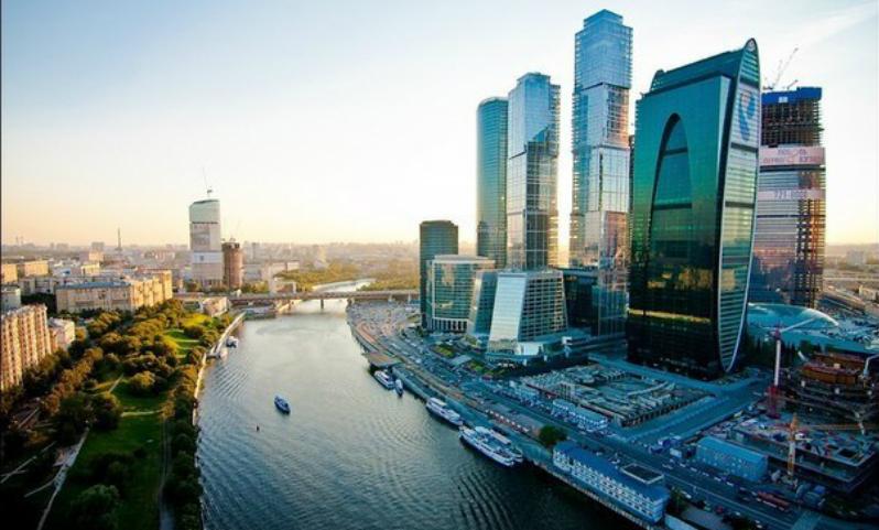 Самоизоляция и пропуска отменяются: какие ограничения и когда снимут в Москве